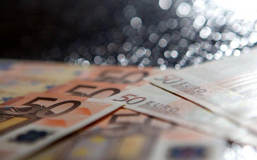 Евробарометр: большая часть жителей Литвы на минувшей неделе рассчитывалась в евро