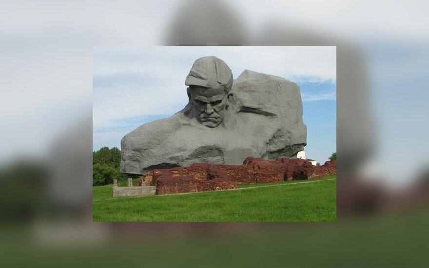 """Монумент """"Мужество"""" включен в рейтинг уродливых памятников"""