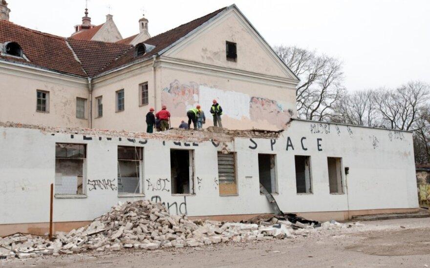 В центре Вильнюса сносят здания бывшей больницы