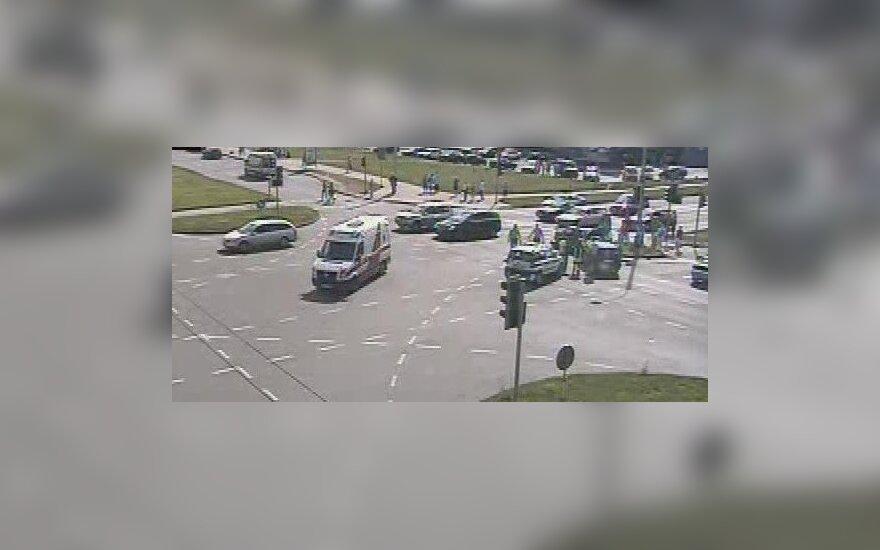 В Вильнюсе на перекрестке проспекта Лайсвес и улицы Ригос перевернулся автомобиль