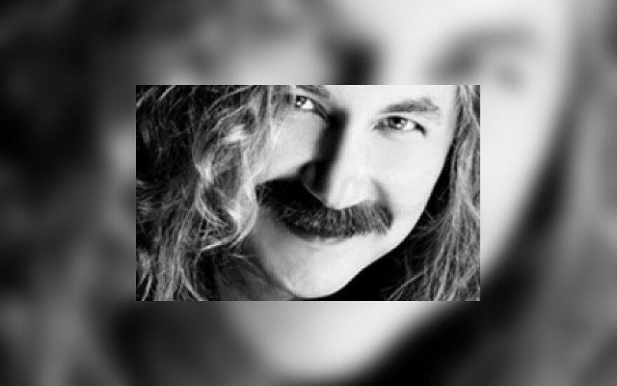 Игорь Николаев женится на молодой певице