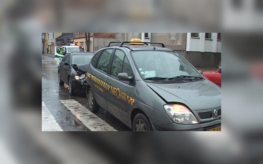 Невнимательная водитель Audi врезалась в такси