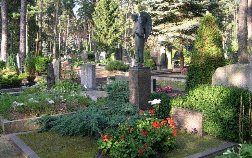 На кладбище в Кармелаве украли бронзового ангела