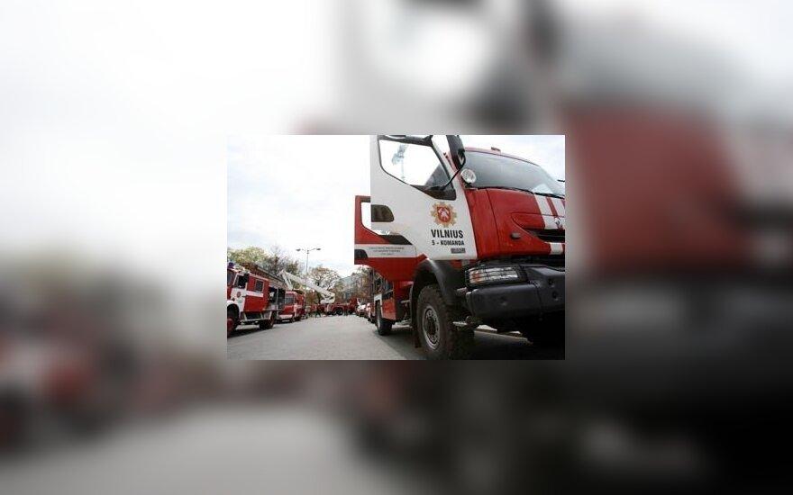 """Пожарным пришлось вызволять """"узников"""" BMW"""