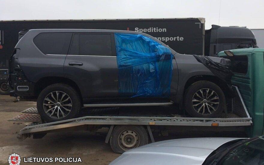 Во время операции в Мариямполе полиция Литвы задержала двоих таджиков и 86 автомобилей