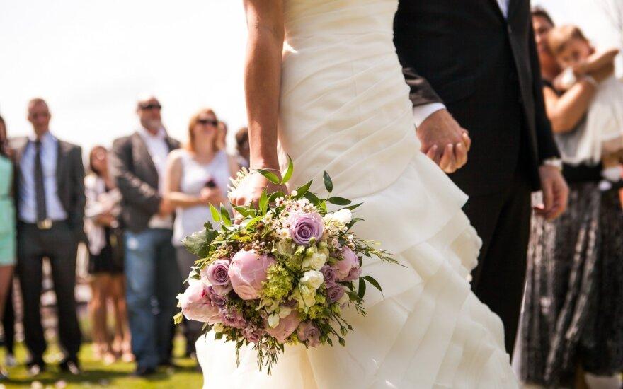 Лето – время свадеб: когда надо декларировать подарки