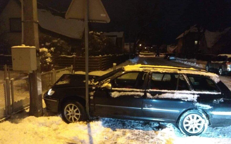 В Клайпеде пьяный водитель оставил без света часть улицы