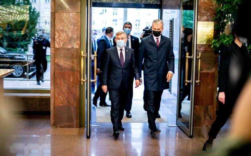 Президент Литвы парламенту: вся страна горит красным огнем из-за пандемии