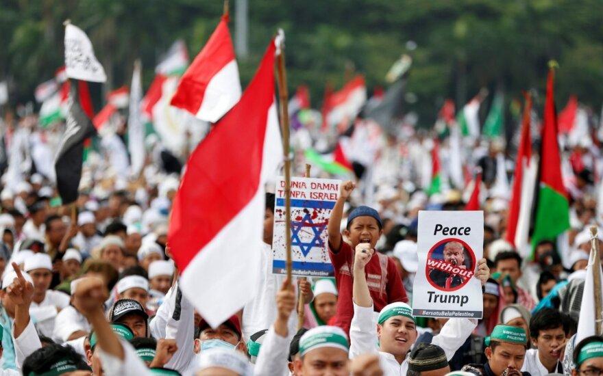 Tūkstančiai žmonių Indonezijoje protestavo prieš JAV sprendimą dėl Palestinos