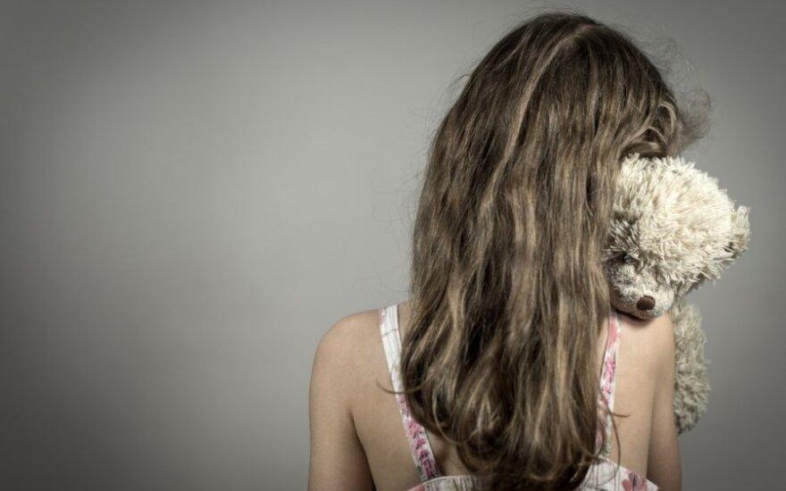 Сообщившая о насилии матери девушка оказалась в доме опеки