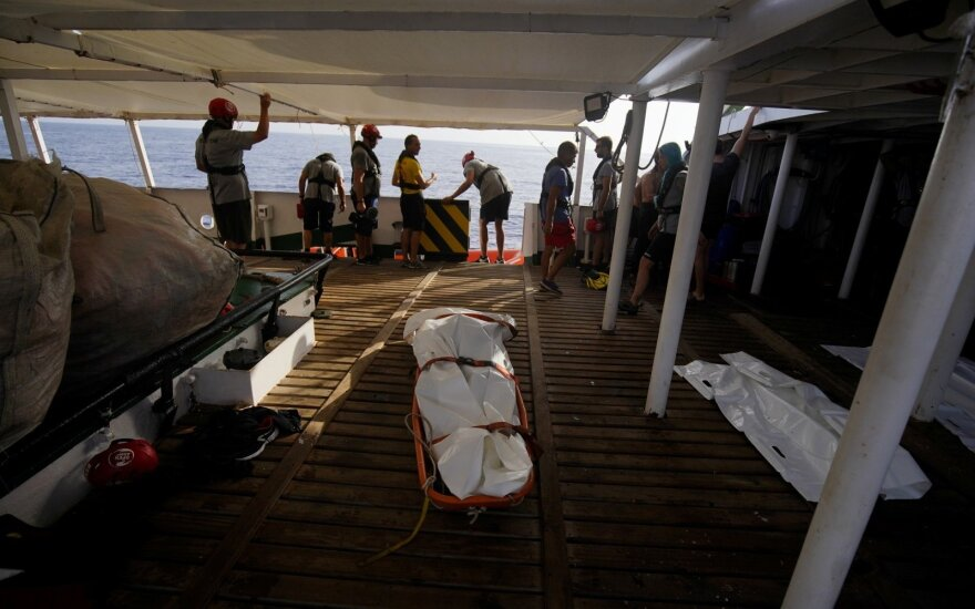 Гуманитарное судно с беженцами зашло в воды Италии