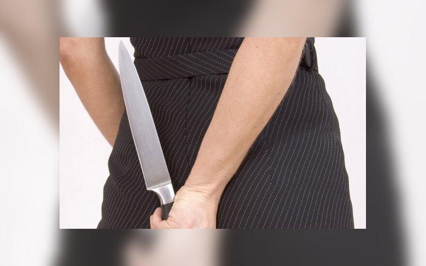 В Алитусе нетрезвая женщина нанесла мужчине ножевое ранение