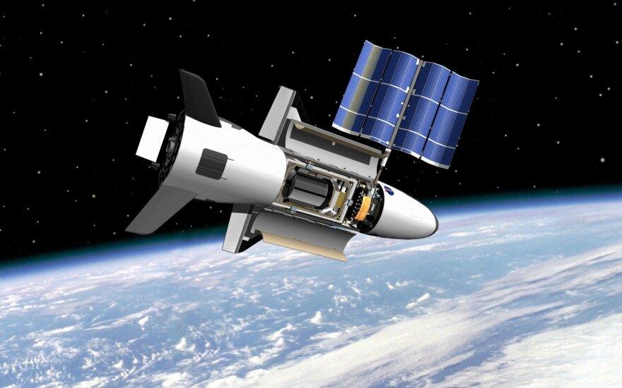 Американский орбитальный самолет вернулся из двухлетнего полета