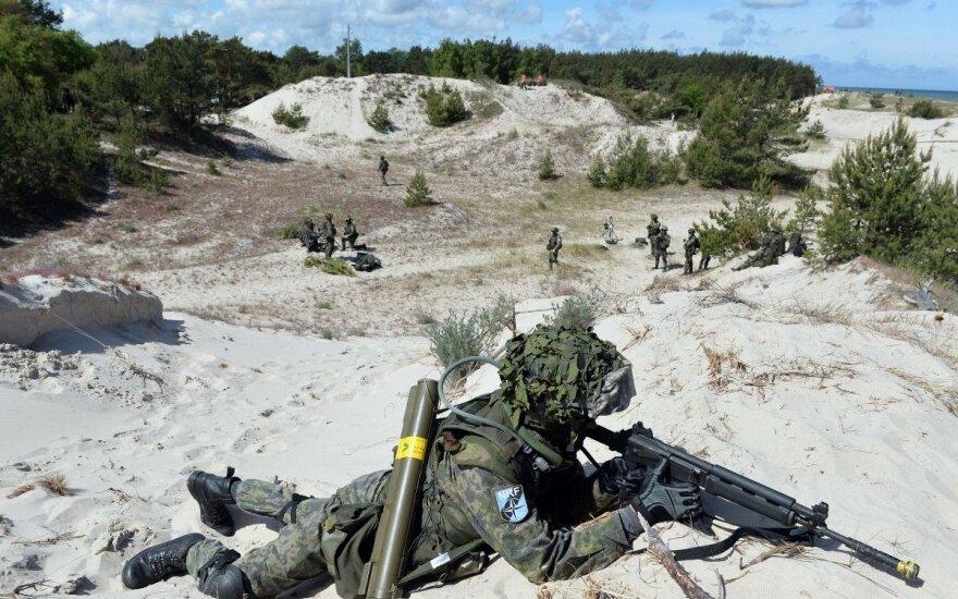 Прибывающие в Литву военные НАТО информированы об угрозе взлома смартфонов