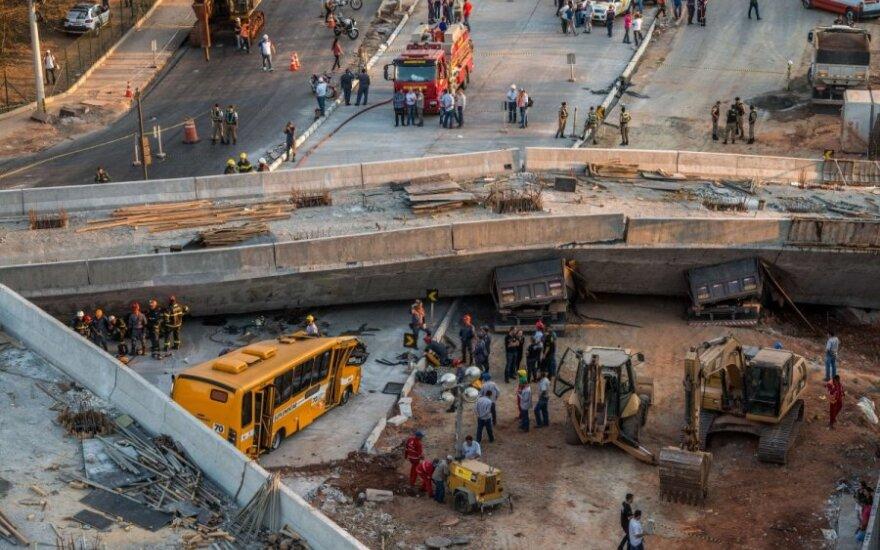 Бразилия: в городе проведения ЧМ-2014 рухнула эстакада