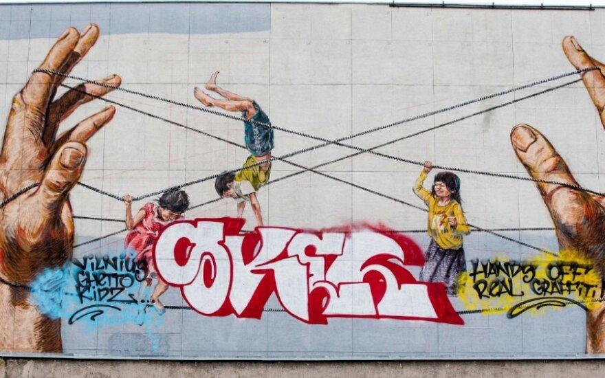 Zniszczono graffiti na kinie Lietuva
