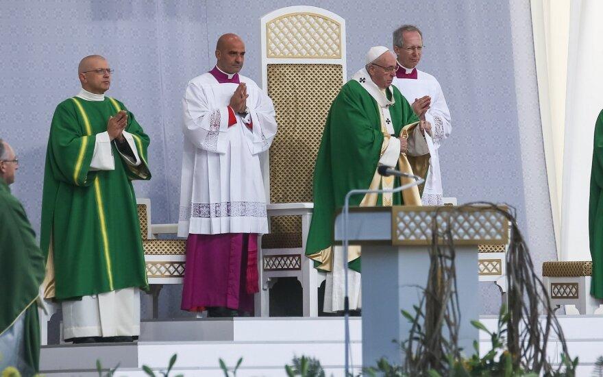 Папа Франциск в Каунасе призвал священников быть ближе к людям