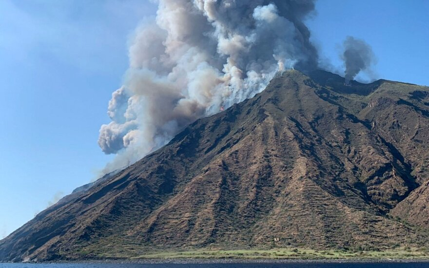 ФОТО, ВИДЕО: в Италии проснулся вулкан на острове, где отдыхают богатые туристы, есть жертвы