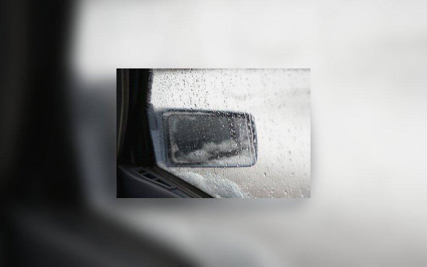 Лежавших на дороге мужчину и женщину переехали автомобили