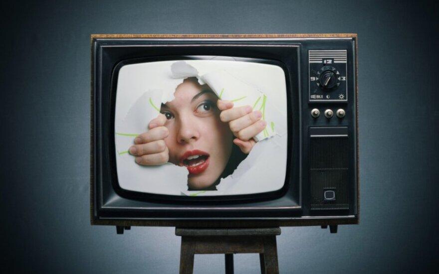 mergina, televizorius