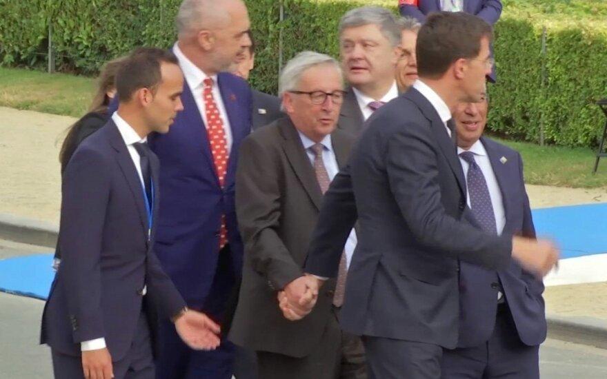 Keistas Jean'o Claude'o Junckerio elgesys NATO viršūnių susitikime