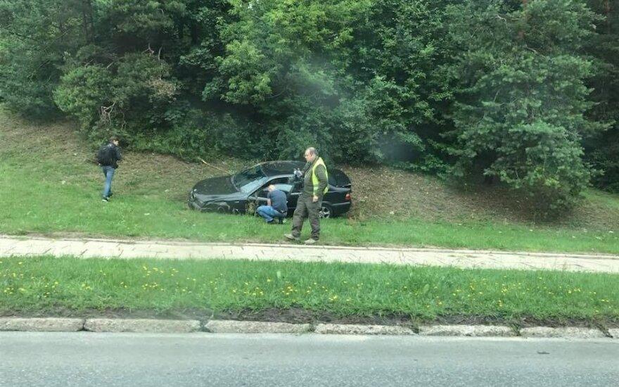 В Вильнюсе перевернулся BMW, пострадал водитель