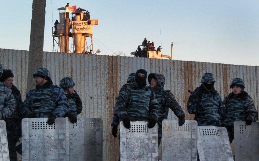Rusijoje kaliniai užlipo ant kalėjimo stogo