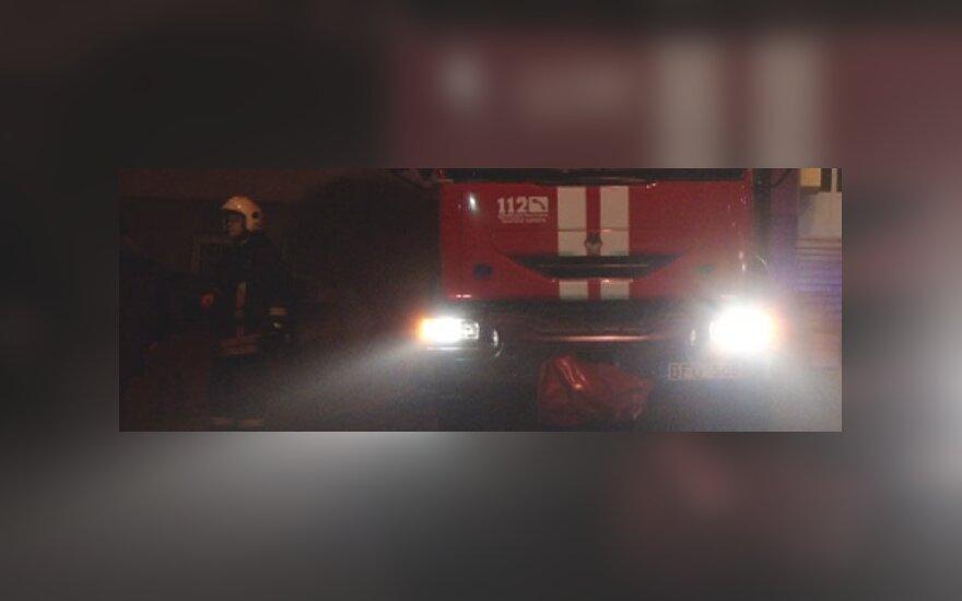В Каунасе огонь выгнал из дома 55 человек
