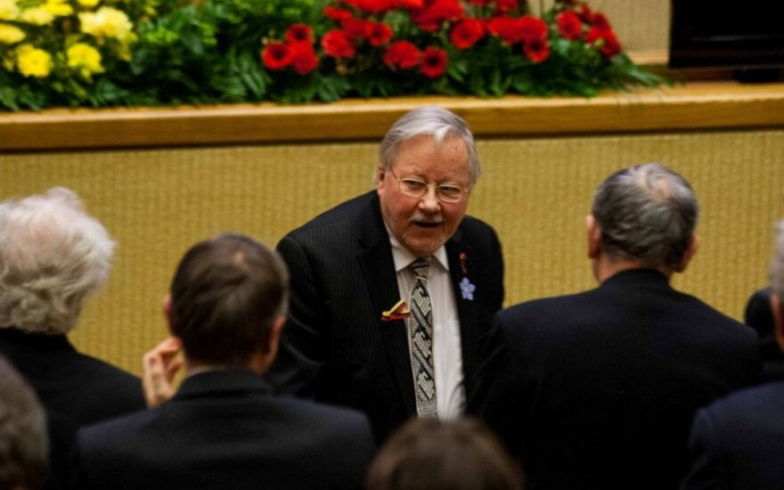 Представители ИАПЛ покинули зал во время речи Ландсбергиса в Сейме