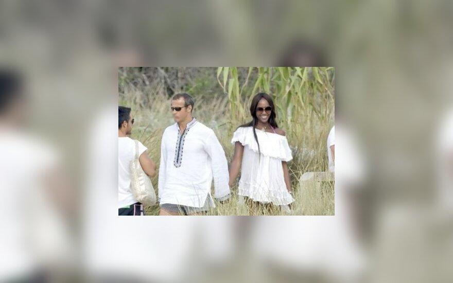 Папарацци: Наоми Кэмпбелл с Дорониным в Ибице