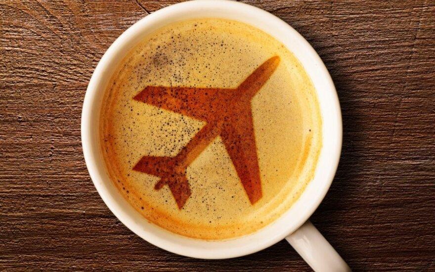 Maistas, lėktuvas, kava
