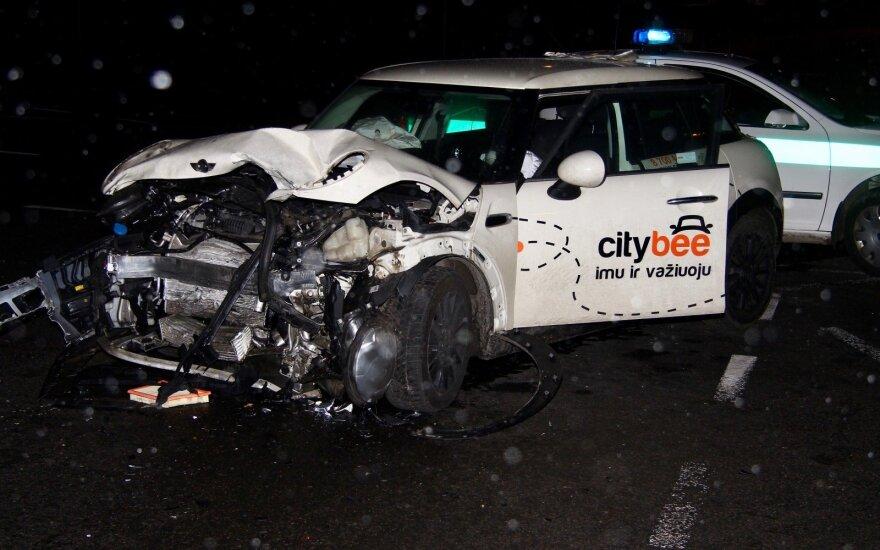 В Вильнюсе в ДТП попал автомобиль компании CityBee, пострадали три человека