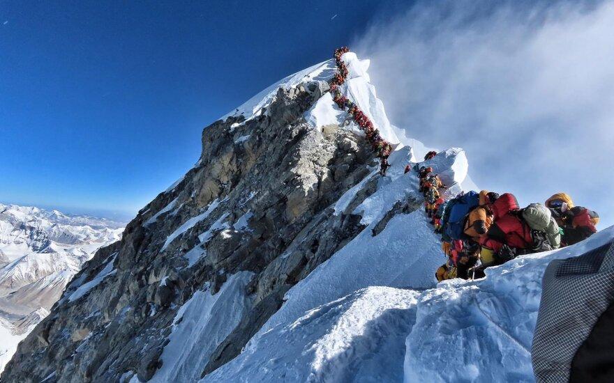 За две недели более десяти альпинистов погибли при восхождении на Эверест