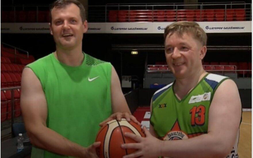 G. Paluckas ir R. Karbauskis susitiko krepšinio aikštelėje.