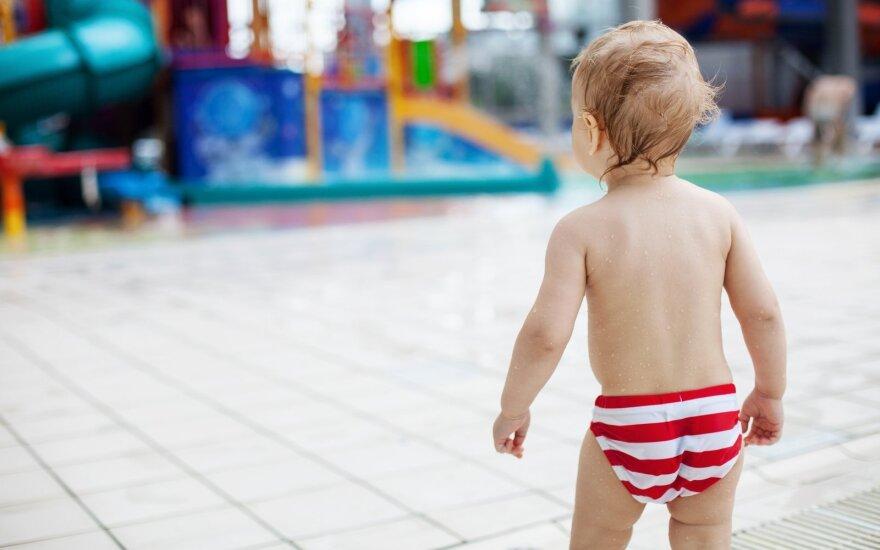 Vaikas vandens parke