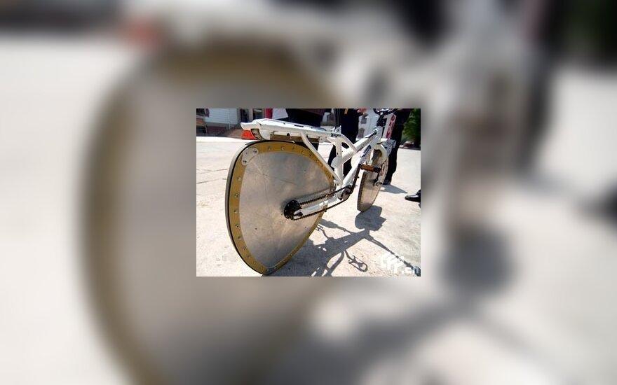 Китаец изобрел велосипед с треугольным и пятиугольным колесами