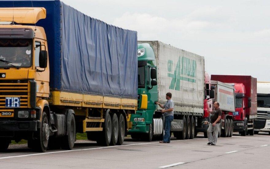 Тысячи не застрахованных должным образом литовских фур колесят по зарубежным дорогам
