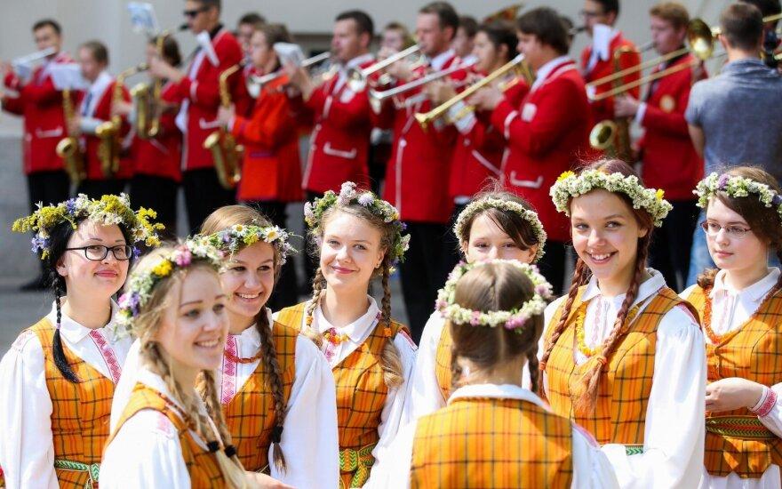 Евробарометр: довольных жизнью в Литве стало еще больше