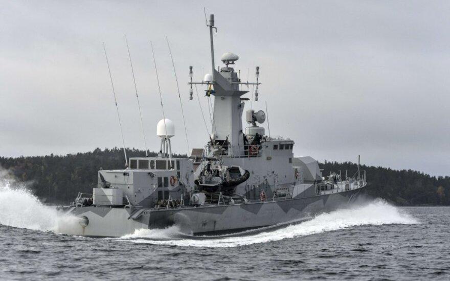 Švedijos karinės jūrų pajėgos plečia mįslingo povandeninio laivo paieškas