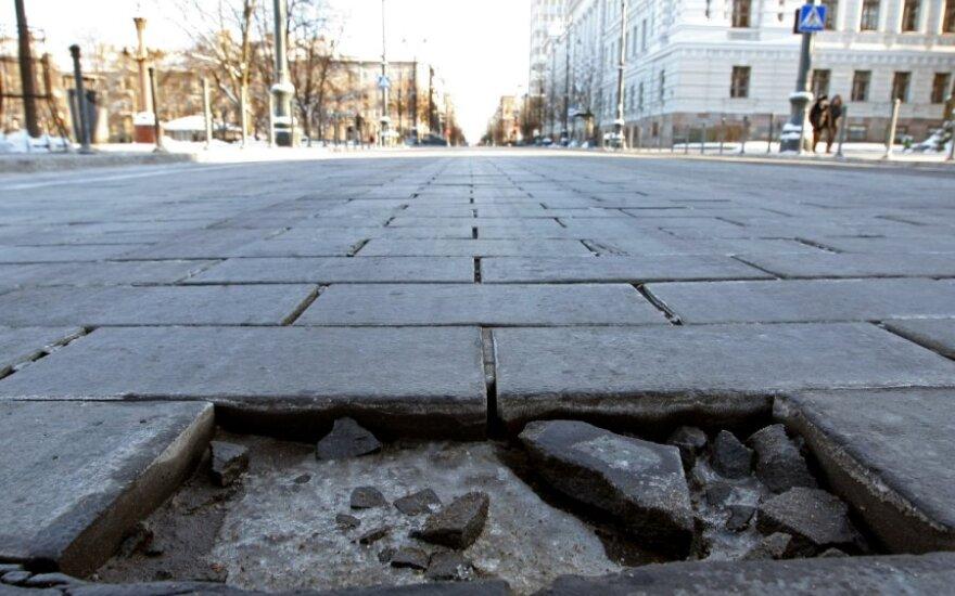 Эксперты: почти половину мостовой на проспекте Гедиминаса необходимо менять