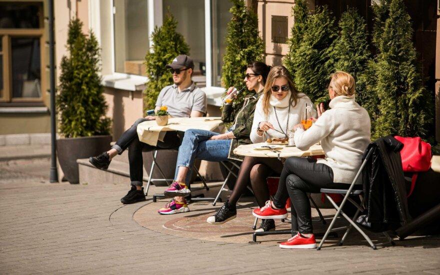 Новые требования к кафе и ресторанам в Литве: клиенты только в масках, потоки ограничены