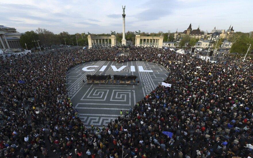 В Венгрии продолжаются акции протеста против закрытия университета Сороса