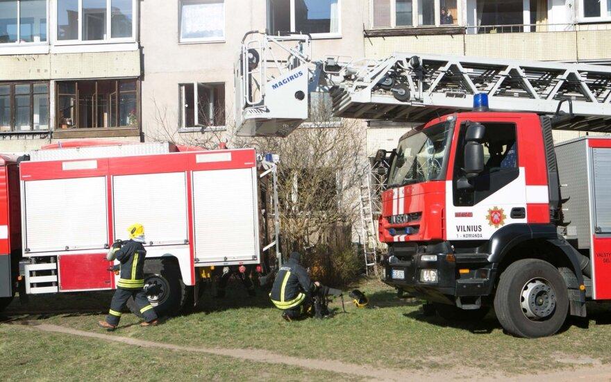 В Вильнюсе во время пожара в многоквартирном доме пострадали жители