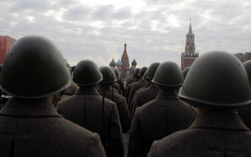 Maskvoje atkartotas 1941 m. karinis paradas Raudonojoje aikštėje