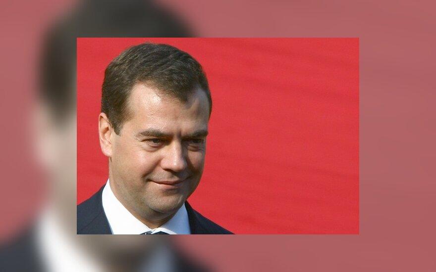 Медведев по-прежнему видит рубль региональной валютой