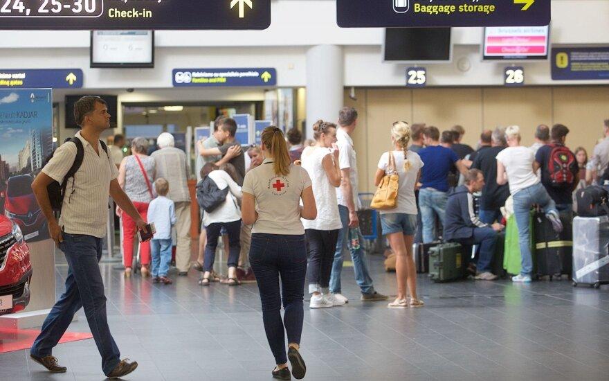 Жители уже сталкиваются с проблемами в связи с закрытием Вильнюсского аэропорта