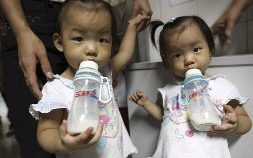 Vaikai geria pieną Kinijoje