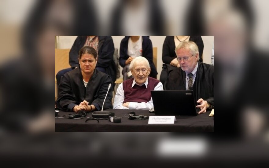 """Немецкий суд отправил 96-летнего """"бухгалтера Освенцима"""" в тюрьму на 4 года"""