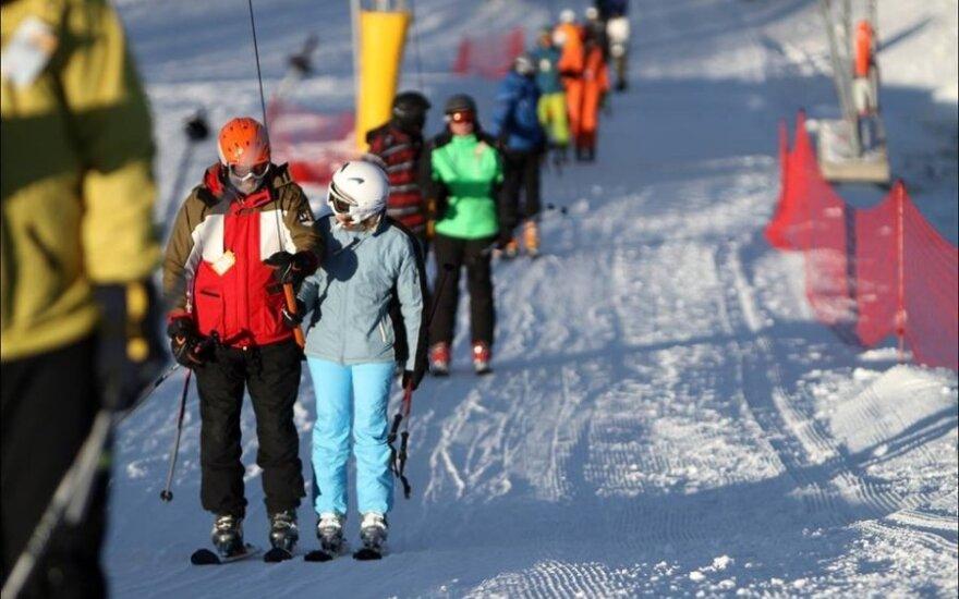 """На радость лыжникам: на """"Лепкальнисе"""" в Вильнюсе толщина снега 30 см"""