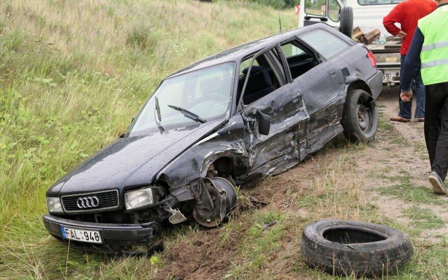 Водитель совершил опасный обгон: Audi - в кювете